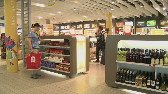 ws people shopping in duty free shop / luxembourg airport, findel, luxembourg, luxembourg - alcohol drink stock videos & royalty-free footage