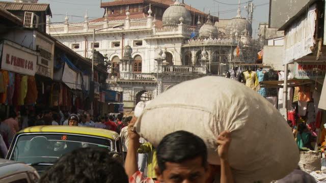 WS People shopping in Market / Mumbai, India