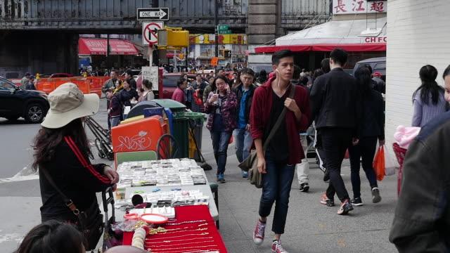 people shopping in new york city chinatown - okänt kön bildbanksvideor och videomaterial från bakom kulisserna