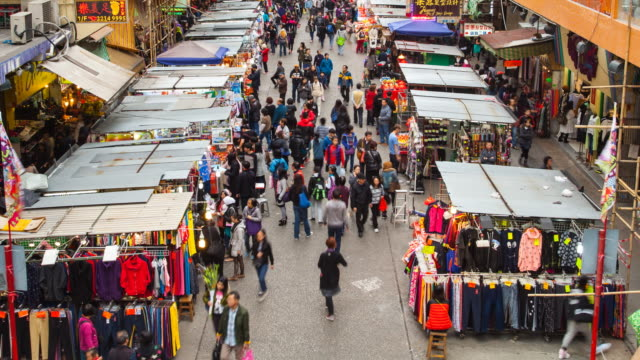 TL ZO People shopping in outdoor market in Mong Kok