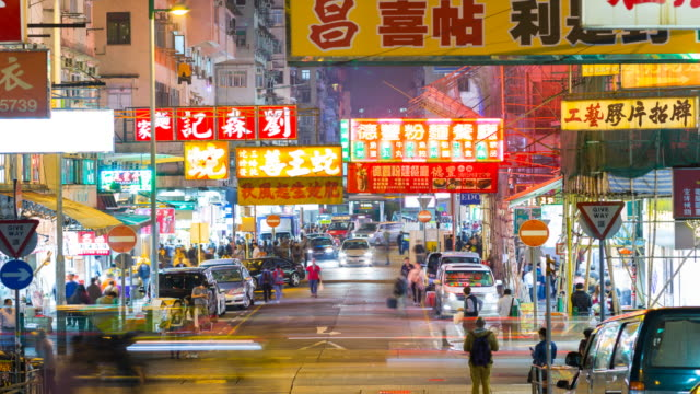 tl zo people shopping in outdoor market in sham shui po at night - hong kong stock-videos und b-roll-filmmaterial