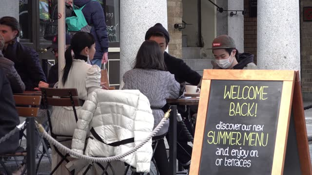 people sit and enjoy drinks and food on the first day that covent garden is reopened on april 12, 2021 in london, united kingdom. england has taken a... - enjoyment stock videos & royalty-free footage