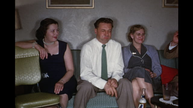 vídeos de stock e filmes b-roll de 1954 ms pan people sitting on couch, drinking / toronto, canada - camisa e gravata