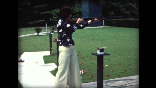 1977 people skeet shooting with rifles - tiro al piattello video stock e b–roll