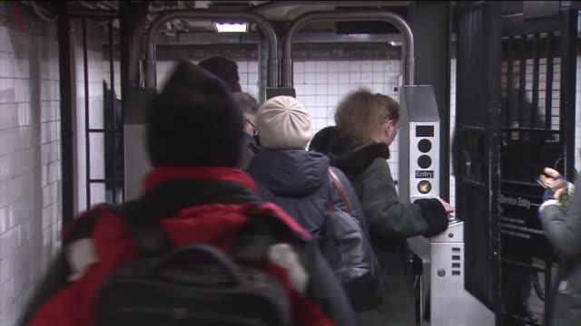 people sliding metrocards in turnstiles. - 自動改札機点の映像素材/bロール