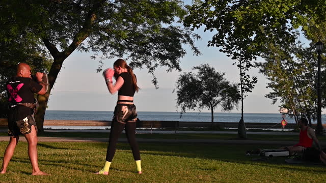 vidéos et rushes de people spending time outdoors as ontario reopens, in toronto, ontario, canada on saturday, june 19, 2021. ontario is now allowing limited outdoor... - non urban scene