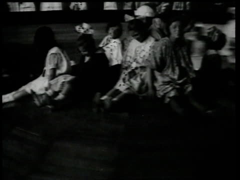 1918 HA People spinning on an entertainment ride / Brooklyn, New York, United States
