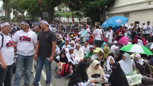people stage a protest against the goverment to ratify the un international convention on the elimination of all forms of racial discrimination at... - merdeka square kuala lumpur stock videos & royalty-free footage