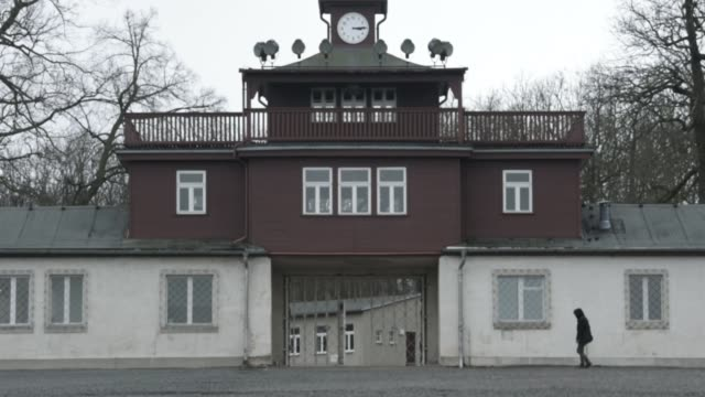 people stand in front of the former main entrance to the buchenwald concentration camp on january 26 2018 near weimar germany international holocaust... - konzentrationslager stock-videos und b-roll-filmmaterial