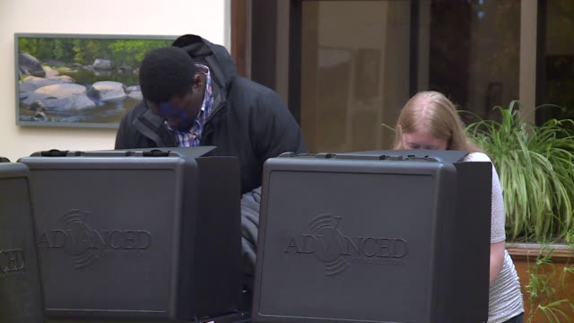 stockvideo's en b-roll-footage met wtvr people standing in line voting at the richmond main branch public library in richmond virginia on nov 7 2017 - virginia amerikaanse staat