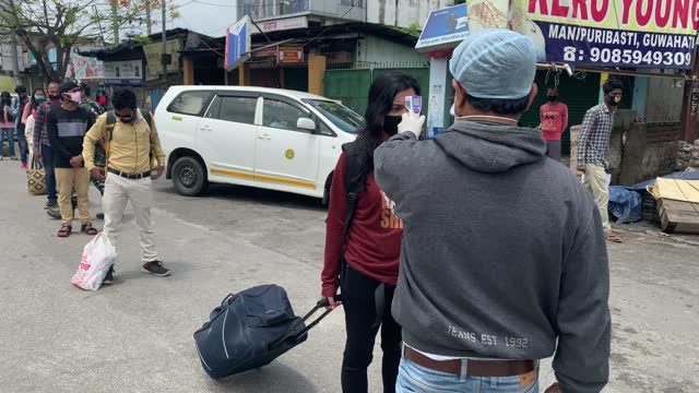 vídeos de stock, filmes e b-roll de people stands in queue maintaining social distancing to board a bus for their destinations after the state authorities eased restrictions on... - câmara parada