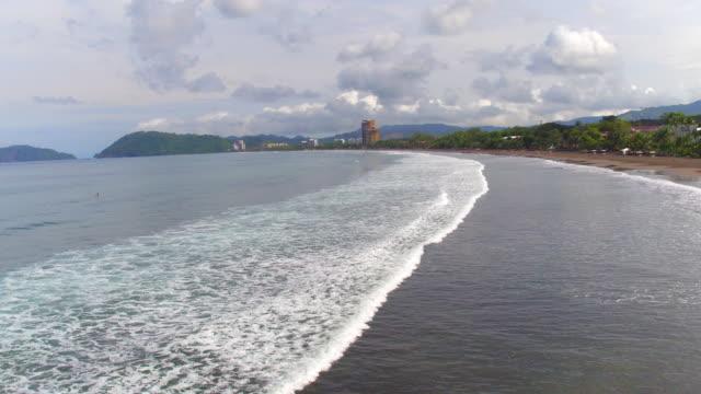 people surfing in jaco beach / coasta rica - provinz puntarenas stock-videos und b-roll-filmmaterial