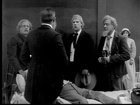 stockvideo's en b-roll-footage met 1913 b&w ms people surrounding older man on his deathbed - 19e eeuwse stijl