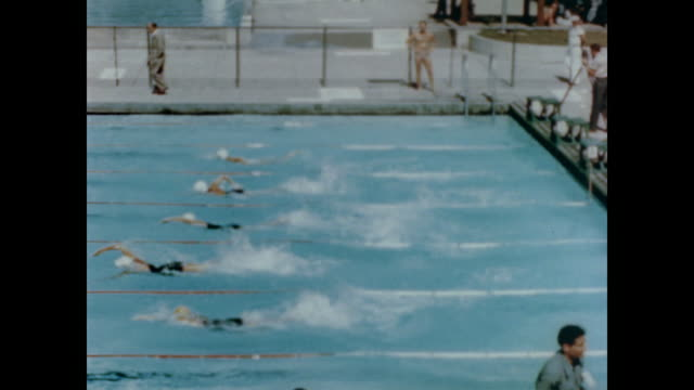 1947 People swim at Los Angeles swim meet