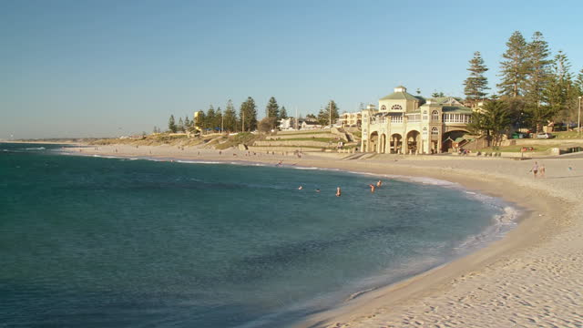ws people swimming at cottesloe beach / perth, western australia, australia - pavilion video stock e b–roll