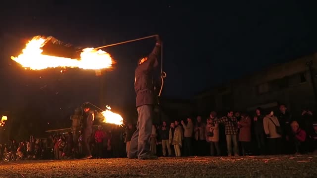 people swing torches at aso shrine in the southwestern japan city of aso during a traditional shrine ritual to pray for a good grain harvest on march... - cerimonia tradizionale video stock e b–roll
