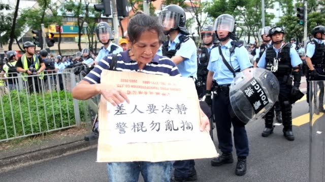 people take part in a march on july 14, 2019 in hong kong, china. thousands of protesters marched in sha tin district on sunday as pro-democracy... - disegno di legge video stock e b–roll