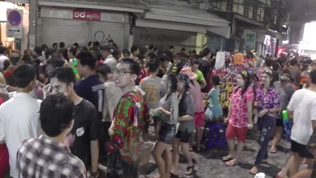 people take part in water battles to celebrate the songkran festival for the thai new year at khao san road in bangkok / the songkran festival runs... - 参加者点の映像素材/bロール