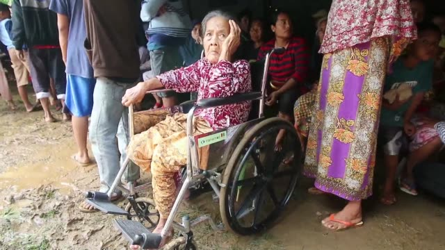 stockvideo's en b-roll-footage met people take shelter in tents as the death toll from a volcano triggered tsunami in indonesia rises beyond 280 with more than 1,000 people injured - clean