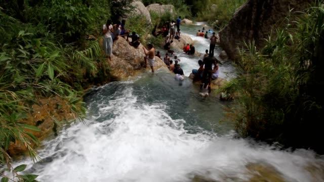 people taking bath in natural ponds - ネイチャーズウィンドウ点の映像素材/bロール