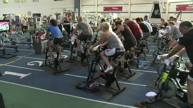 stockvideo's en b-roll-footage met wxin people taking spin class at national institute for fitness and sport on october 06 2013 in indianapolis indiana - ellips