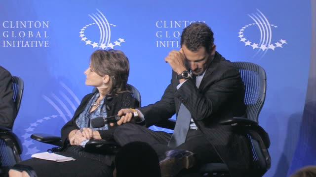 people talking and aplauding during annual clinton global initiative / new york city new york usa / audio - ランス・アームストロング点の映像素材/bロール