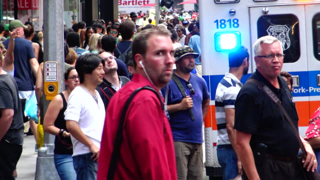 people traffic, times square, new york city - theatre district stock videos & royalty-free footage