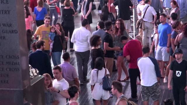 vídeos y material grabado en eventos de stock de people traffic, times square, new york city - 7th avenue