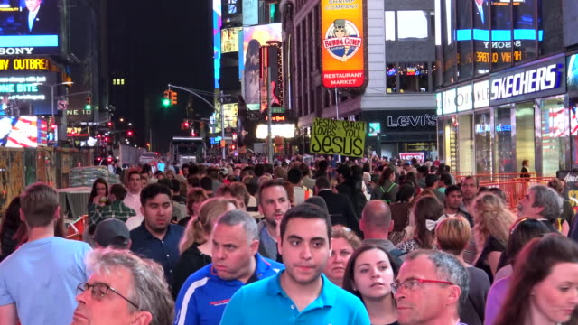 people traffic, times square, new york city - broadway manhattan video stock e b–roll