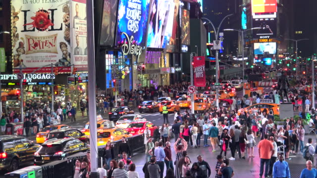 people traffic, times square, new york city - broadway manhattan stock-videos und b-roll-filmmaterial