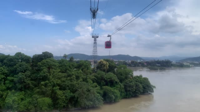 people travel on a cable car cabin in the india's longest river rope-way which connects guwahati and north guwahati over the river brahmaputra, after... - lunghezza video stock e b–roll