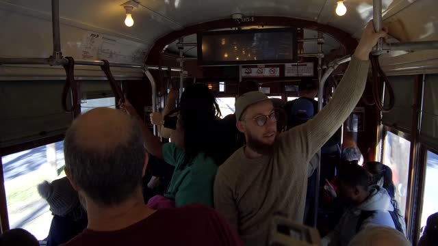 vídeos y material grabado en eventos de stock de people traveling in a trolley bus. as early as 1940, new orleans public service, inc. began to transition routes formerly served by streetcars to... - moneda de veinticinco céntimos