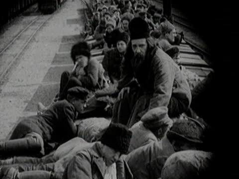 vidéos et rushes de people travelling on roof of train - passenger train