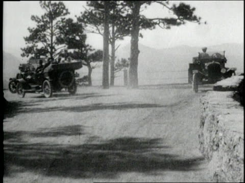 people use their model t fords to go for drives in the country for recreation - フォード・t型モデル点の映像素材/bロール