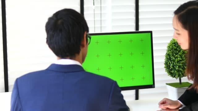 people using laptop with green screen for meeting - computer monitor over shoulder stock videos & royalty-free footage