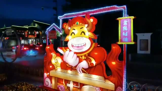 vídeos de stock e filmes b-roll de people visit a lantern show to mark the upcoming chinese new year, the year of the ox, on february 4, 2021 in nanjing, jiangsu province of china. - ano novo chinês