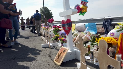 people visit a makeshift memorial honoring victims outside walmart, near the scene of a mass shooting which left at least 22 people dead, on august... - memorial video stock e b–roll
