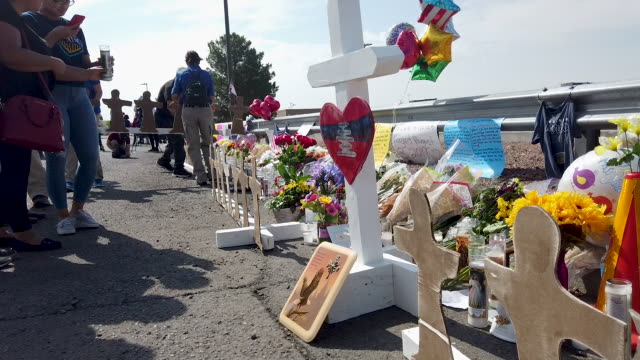 people visit a makeshift memorial honoring victims outside walmart near the scene of a mass shooting which left at least 22 people dead on august 6... - trauernder stock-videos und b-roll-filmmaterial