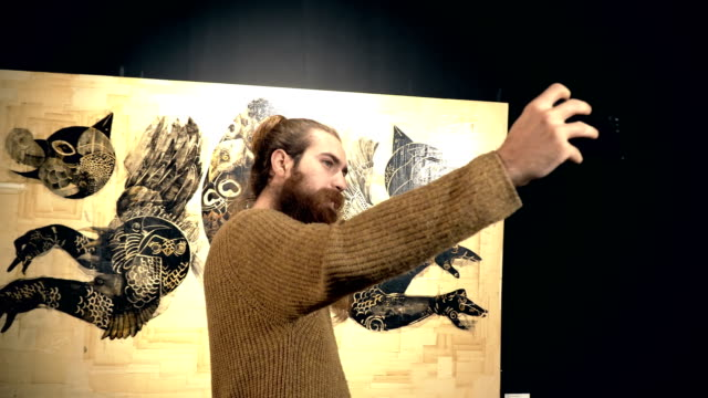 people visit an exhibition - arte, cultura e spettacolo video stock e b–roll