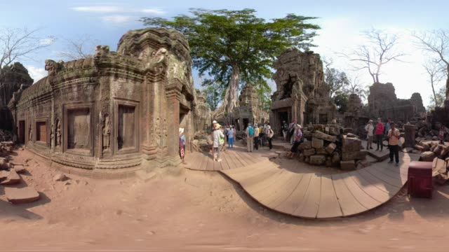 360 vr / people visit ta prohm temple with strangler fig tree - monoscopic image stock videos & royalty-free footage