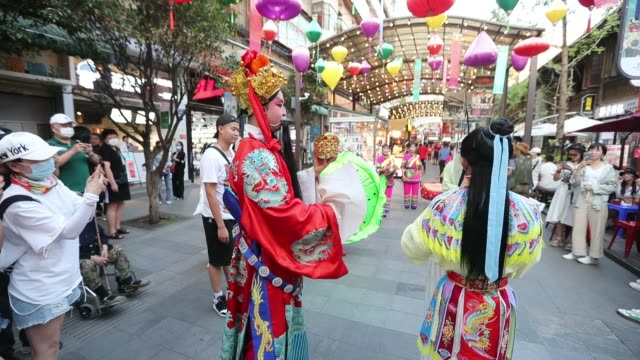 vídeos de stock, filmes e b-roll de people visit the nanqiang market opening on july 28 2020 in kunming yunnan province of china - yunnan province