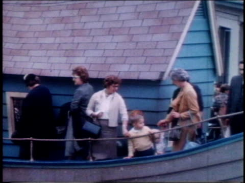 1962 montage people visiting central park children's zoo / new york, new york, united states - central park zoo stock-videos und b-roll-filmmaterial