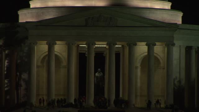 ms, people visiting jefferson memorial at night, washington dc, washington, usa, - 新古典派点の映像素材/bロール