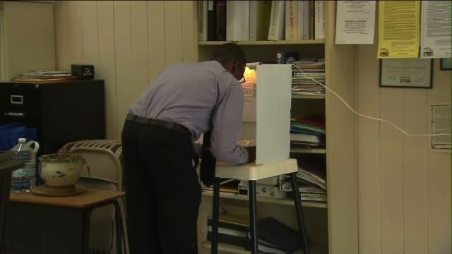 vídeos de stock, filmes e b-roll de ktla people voting on june 04 2013 in compton california - título de eleitor