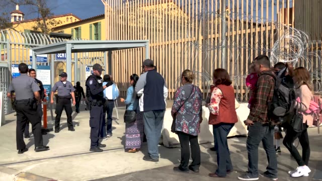 vídeos de stock, filmes e b-roll de people wait for hours to cross from mexico into the united states at the otay mesa border crossing on november 19 2018 as seen from tijuana mexico... - cruzando