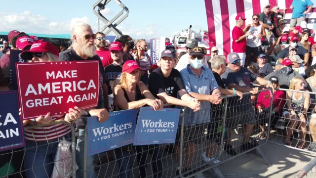 vídeos de stock, filmes e b-roll de people wait for the start of a campaign rally for president donald trump at the orlando sanford international airport on october 12, 2020 in sanford,... - florida us state