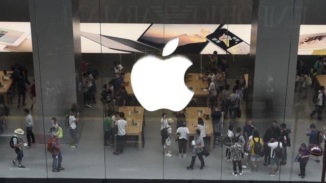 people wait in line for the opening of apple incs new canton road store in the tsim sha tsui district of hong kong china on thursday july 30 2015... - apple computer stock-videos und b-roll-filmmaterial