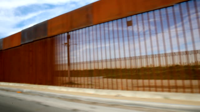 vidéos et rushes de people wait in line to enter the u.s. from mexico on january 28, 2019 in tijuana, mexico. the u.s. government had been partially shut down as... - united states congress