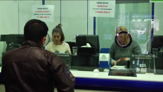 people wait in queue to buy christmas lottery tickets days before the draw in madrid, spain on december 14, 2015. the world famous spanish christmas... - lotterie stock-videos und b-roll-filmmaterial