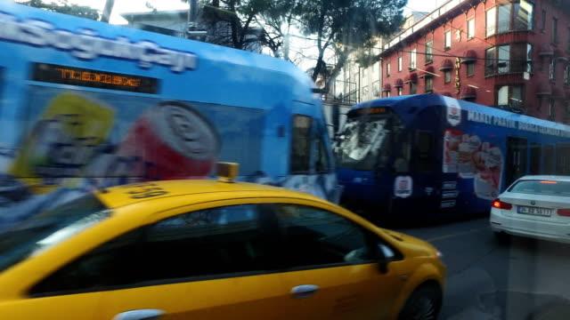 vidéos et rushes de people wait to catch the tram on march 10 in istanbul, turkey. - ligne de tramway